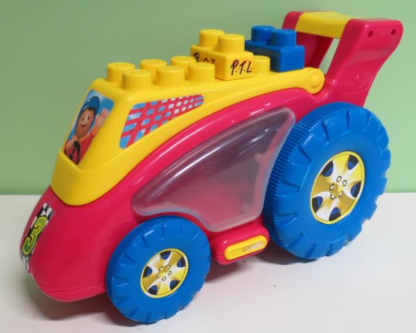 B003: Racing Car
