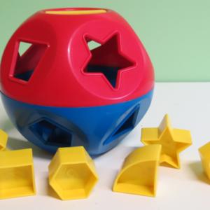 B018: Tupperware Shapes Ball