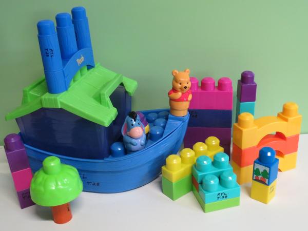 B028: Mega Blocks. Pooh's House Boat