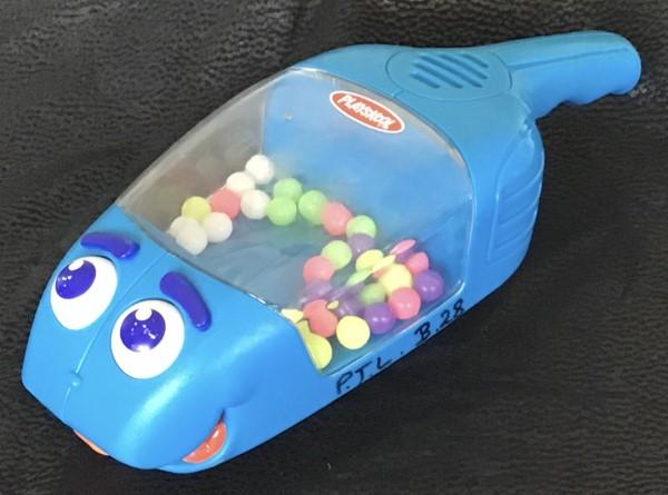 B033: Playskool Hand Vacuum