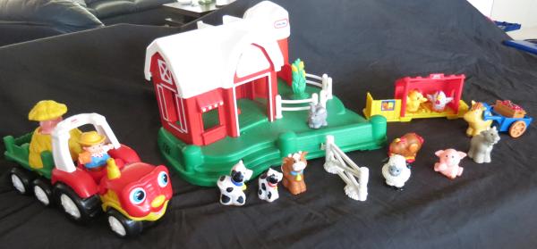 B051: Little Tikes Farmyard