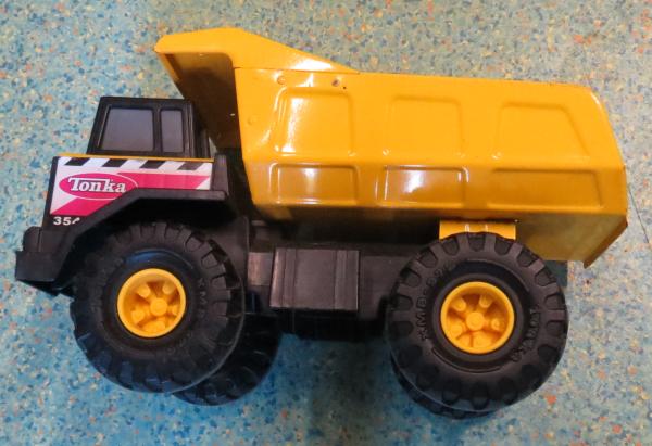 V001: Tonka Mighty Dump Truck